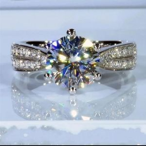 Gorgeous Engagement Ring. S6